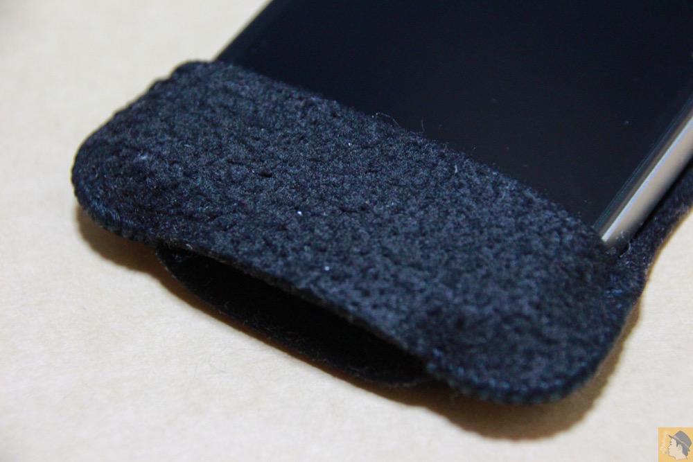 ホームボタンのあるところ - 初期abicase(アビケース)第2弾 / 薄いフェルトが裸で持っている感覚 / iPhone 4S [レビュー 2/40]