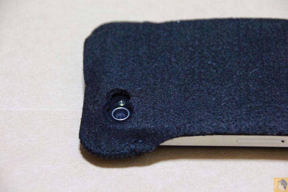 カメラ穴 - 初期abicase(アビケース)第2弾 / 薄いフェルトが裸で持っている感覚 / iPhone 4S [レビュー 2/40]