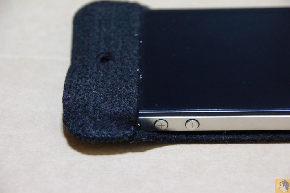 音量調整のボタン - 初期abicase(アビケース)第2弾 / 薄いフェルトが裸で持っている感覚 / iPhone 4S [レビュー 2/40]