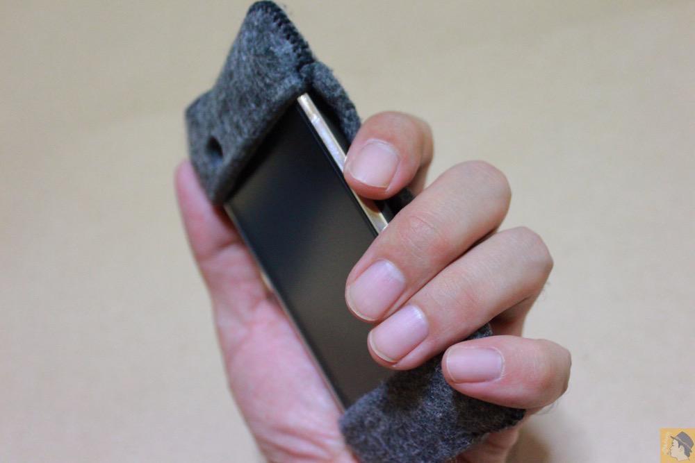 ホールド - 初期abicase(アビケース)は革じゃなくフェルト / ホールド感は当時から健在 / iPhone 3GS [レビュー 1/40]