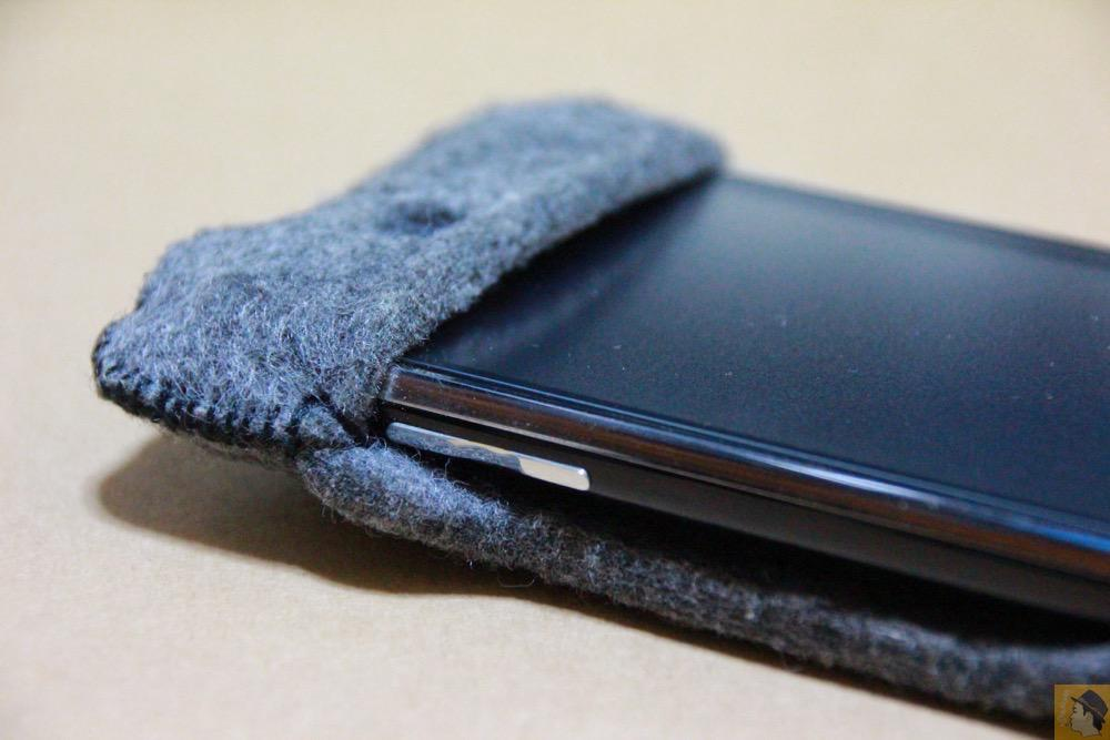音量調整ボタン - 初期abicase(アビケース)は革じゃなくフェルト / ホールド感は当時から健在 / iPhone 3GS [レビュー 1/40]