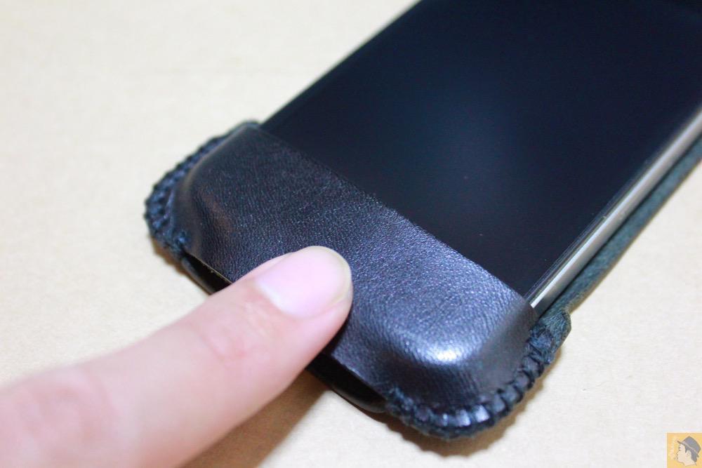 ホームボタンを押しやすくする工夫 - abicase(アビケース)のユーザ視点に立った工夫でホームボタンが押しやすくなる / iPhone 4S [レビュー 4/40]