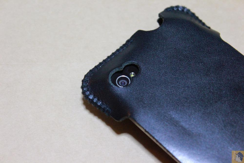 カメラ穴 - abicase(アビケース)のユーザ視点に立った工夫でホームボタンが押しやすくなる / iPhone 4S [レビュー 4/40]