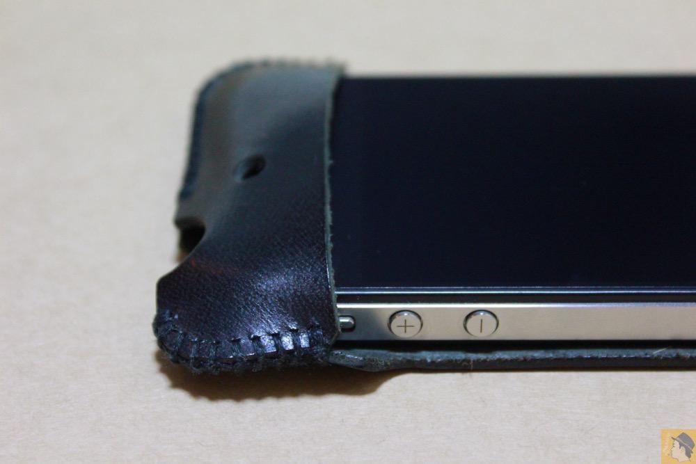 音量調整ボタン - abicase(アビケース)のユーザ視点に立った工夫でホームボタンが押しやすくなる / iPhone 4S [レビュー 4/40]