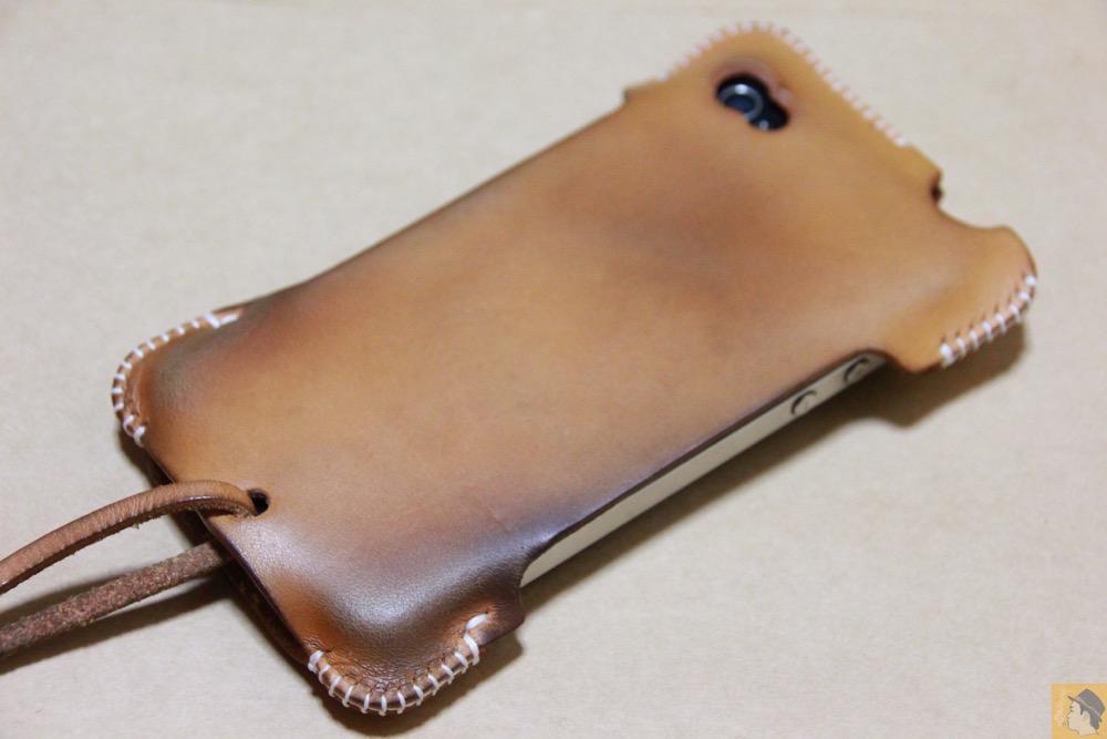 エイジングした栃木レザーのabicase - アイキャッチ - 栃木レザーを使ったabicase(アビケース)、何度もメンテナンスし、使い込んだオリジナルのエイジング / iPhone 4S [レビュー 5/40]