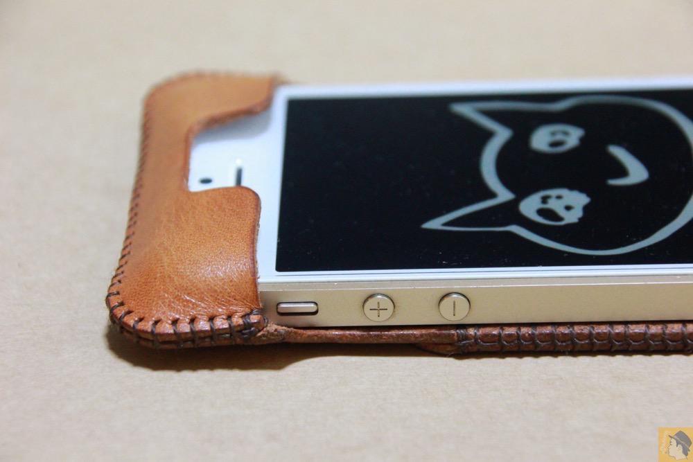 音量調整ボタン - 現在は製造していない珍しいabicase(アビケース)のウォレットジャケット / iPhone 5/5s [レビュー 10/40]