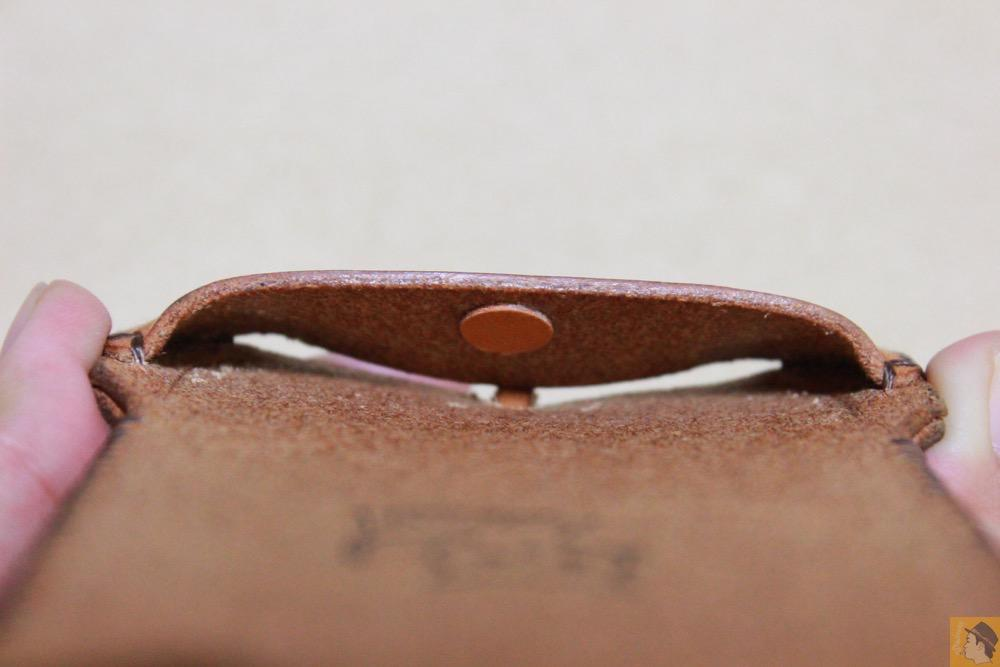ホームボタンを押しやすくする工夫 - 現在は製造していない珍しいabicase(アビケース)のウォレットジャケット / iPhone 5/5s [レビュー 10/40]