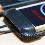 厚さ2ミリの栃木レザーが背面に2枚ついたabicase(アビケース)、ホールド感抜群 / iPhone 5/5s [レビュー 15/40]