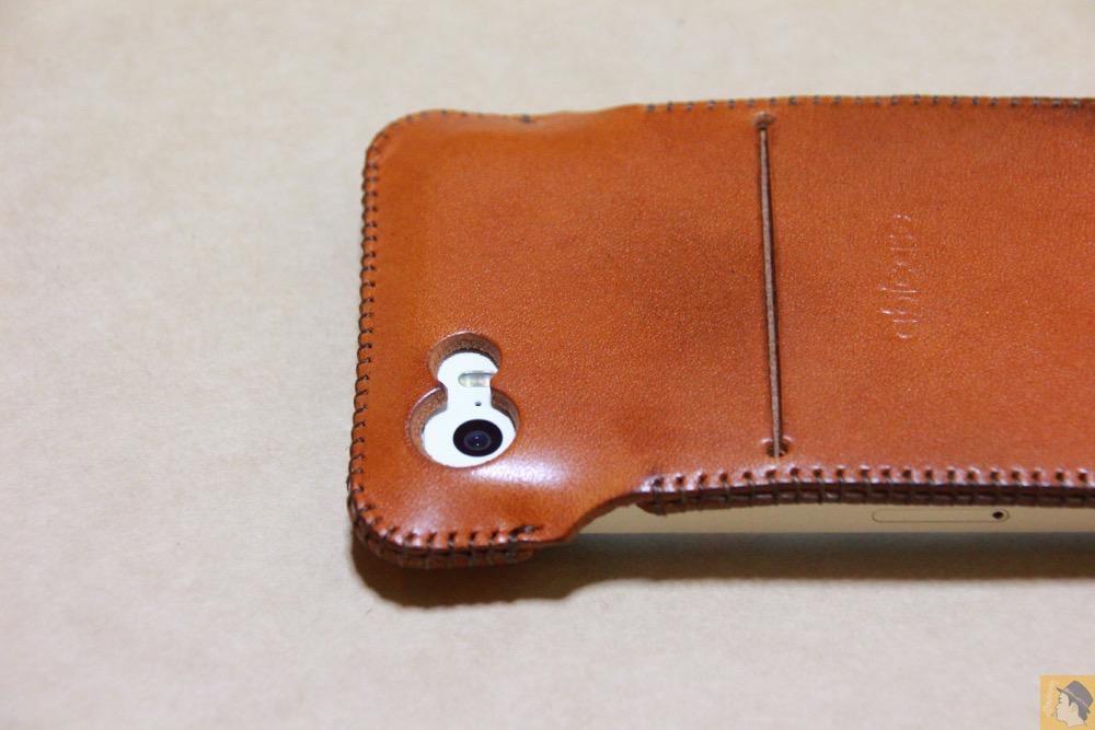 カメラ穴 - abicase(アビケース)にカードが収納出来る、実用的なウォレットジャケット / iPhone 5/5s [レビュー 8/40]