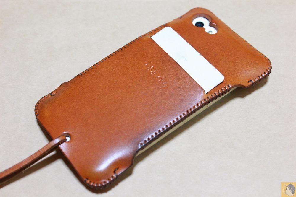 ウォレットジャケットにカードを入れた - abicase(アビケース)にカードが収納出来る、実用的なウォレットジャケット / iPhone 5/5s [レビュー 8/40]