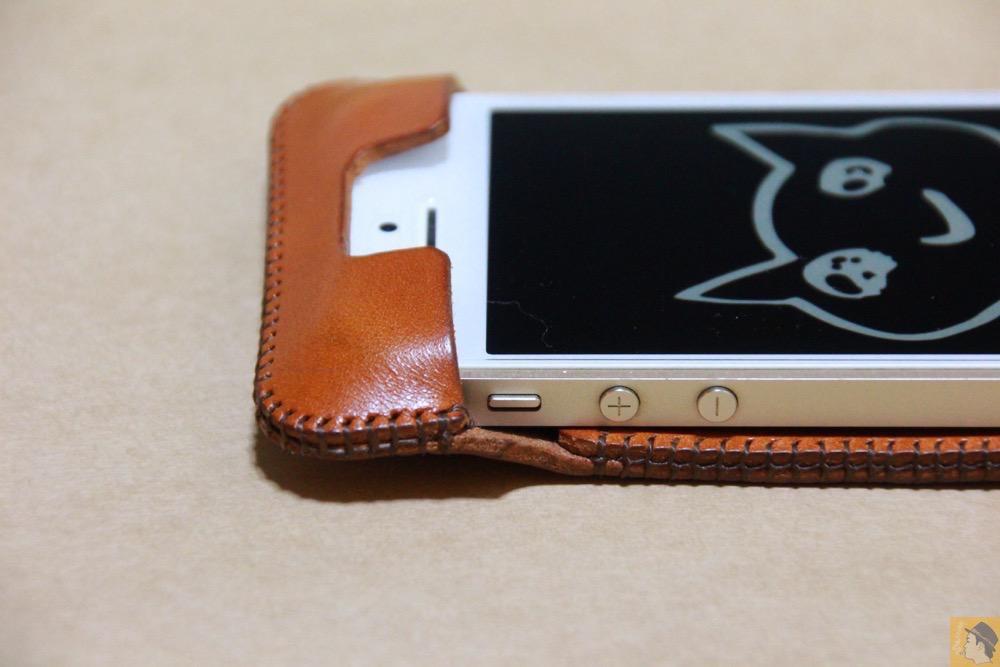 音量調整ボタン - abicase(アビケース)にカードが収納出来る、実用的なウォレットジャケット / iPhone 5/5s [レビュー 8/40]