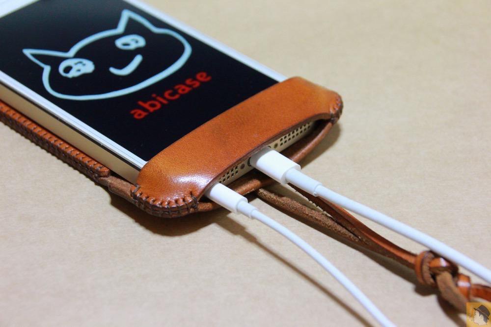 充電ケーブル・イヤフォン - abicase(アビケース)にカードが収納出来る、実用的なウォレットジャケット / iPhone 5/5s [レビュー 8/40]