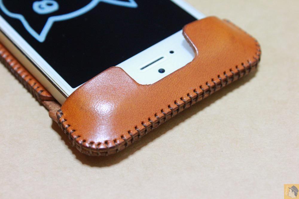 電源ボタン・ロックボタン - abicase(アビケース)にカードが収納出来る、実用的なウォレットジャケット / iPhone 5/5s [レビュー 8/40]