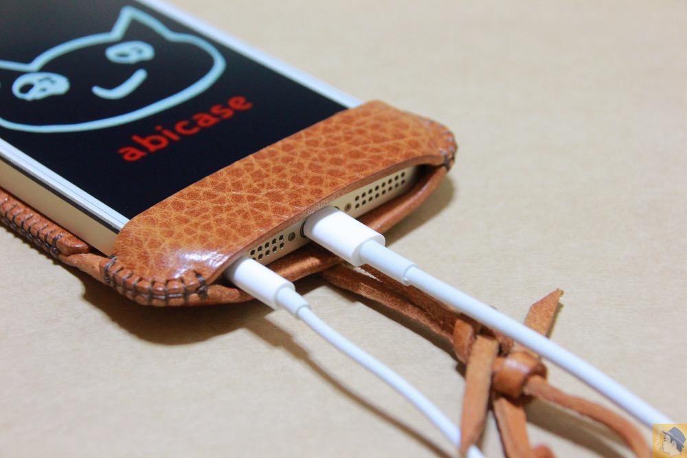 充電ケーブル・イヤフォン - ストラップが少し改良されたabicase(アビケース)、引っ張る部分にひと工夫 / iPhone 5/5s [レビュー 13/40]