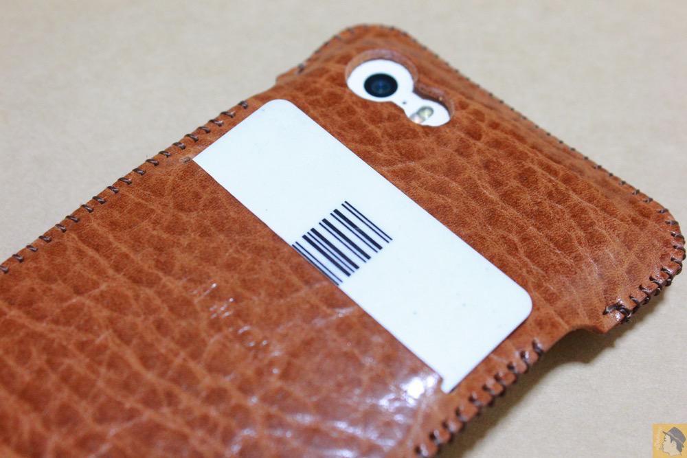 スリットにカード収納 - 革の表面が個性的なabicase(アビケース)のオイルバケッタレザー / iPhone 5/5s [レビュー 10/40]