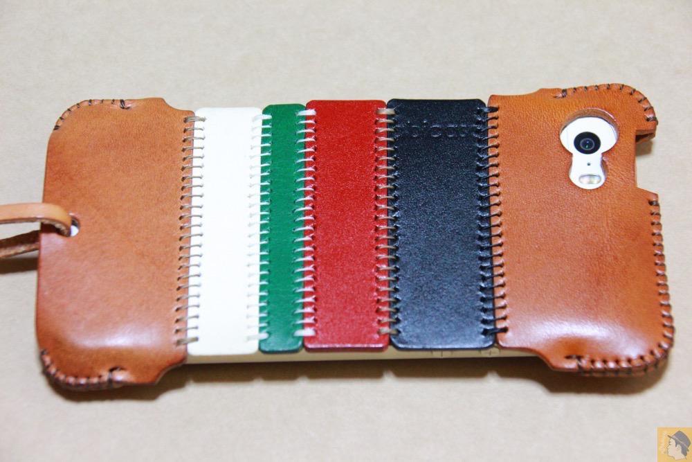 計算された革幅 - トリコロール柄のabicase(アビケース)、計算された革幅の縫い継ぎ / iPhone 5/5s [レビュー 17/40]