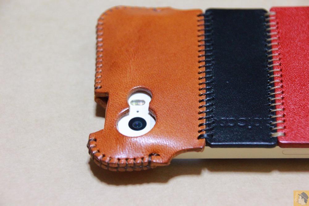 カメラ穴 - トリコロール柄のabicase(アビケース)、計算された革幅の縫い継ぎ / iPhone 5/5s [レビュー 17/40]