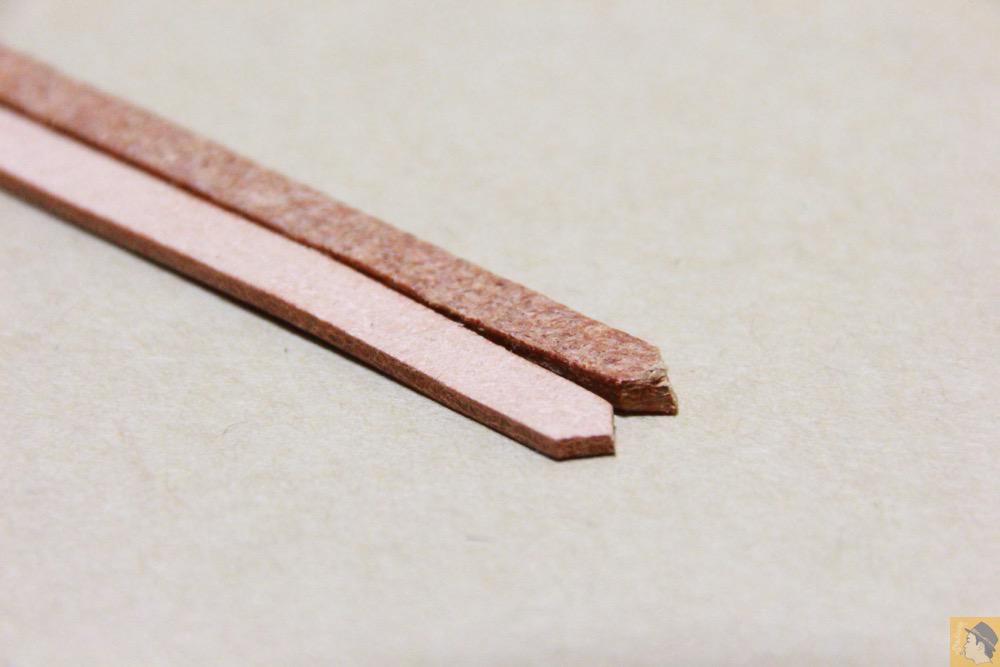 コードバンの床面 - 贅沢にコードバンを使用したabicae(アビケース)。希少性高い革・革の王様・革のダイヤモンドと呼ばれる革 / iPhone 5/5s [レビュー 24/40]