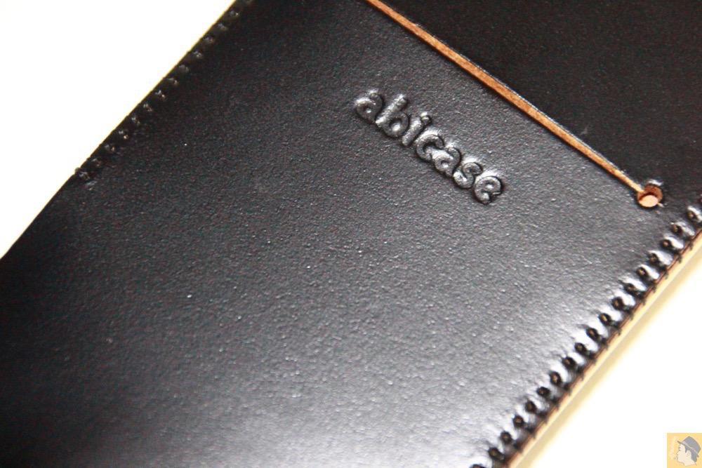 サムネイル - コードバンabicase アビケース。銀面が墨で色付けしたかのような黒さです / iPhone 6/6s [レビュー 32/40]