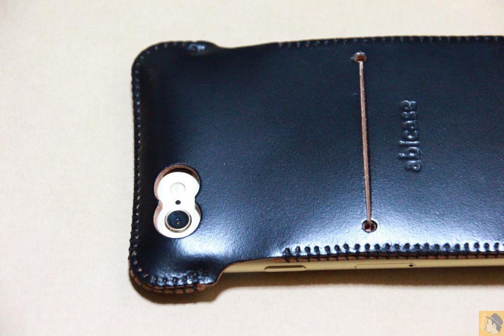 カメラ穴 - コードバンabicase アビケース 銀面が墨で色付けしたかのような黒さです / iPhone 6/6s [レビュー 32/40]