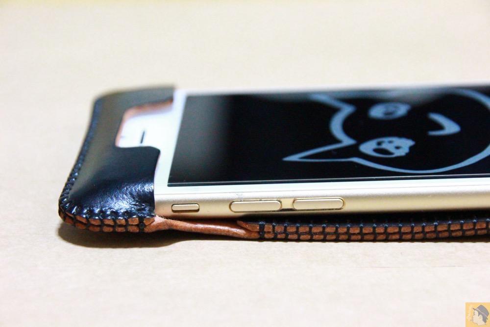音量調整ボタン・マナーモード切替えスイッチ - コードバンabicase アビケース 銀面が墨で色付けしたかのような黒さです / iPhone 6/6s [レビュー 32/40]