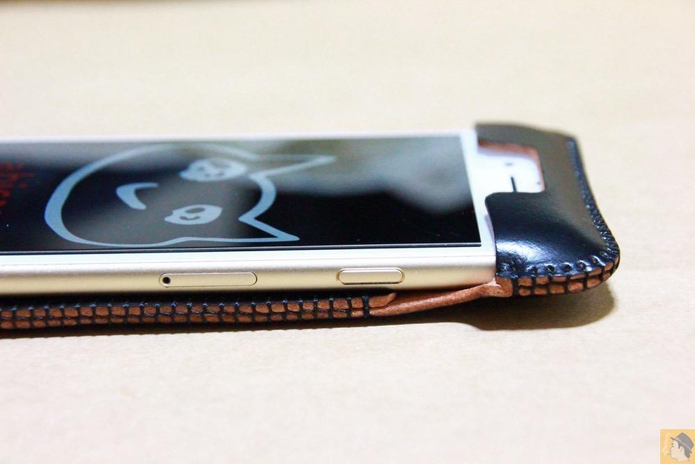 スリープボタン - コードバンabicase アビケース 銀面が墨で色付けしたかのような黒さです / iPhone 6/6s [レビュー 32/40]