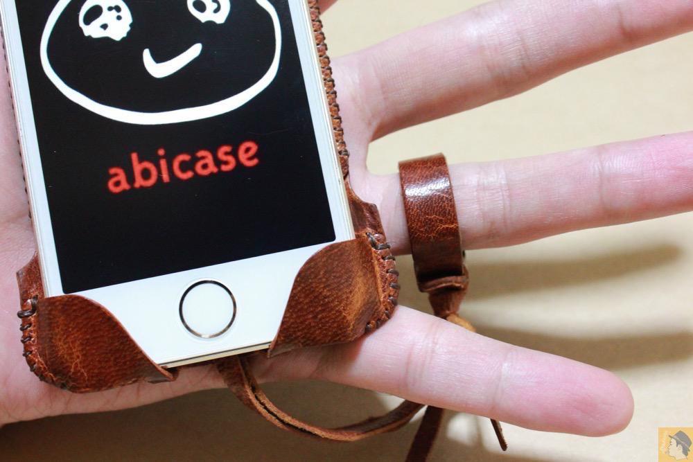 ストラップ - 後にも先にもない鹿革のabicase(アビケース)、心がくすぐられる個性的な銀面が魅力 / iPhone 5/5s [レビュー 27/40]