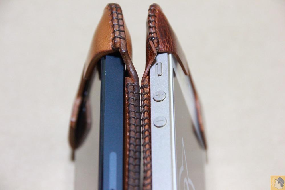 牛革と鹿革の革の厚み - 後にも先にもない鹿革のabicase(アビケース)、心がくすぐられる個性的な銀面が魅力 / iPhone 5/5s [レビュー 27/40]