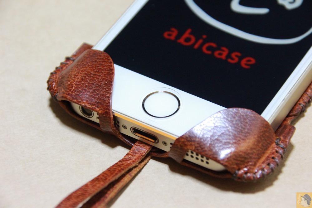 ホームボタン - 後にも先にもない鹿革のabicase(アビケース)、心がくすぐられる個性的な銀面が魅力 / iPhone 5/5s [レビュー 27/40]