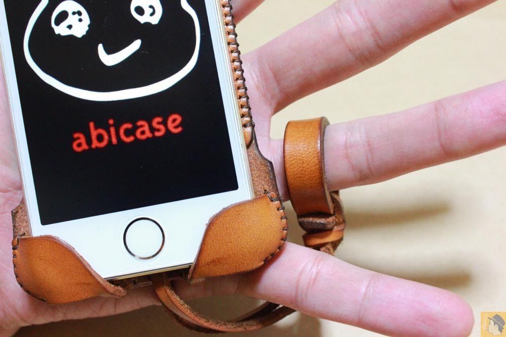 ストラップ - 指紋認証対応abicase(アビケース)はコツ要らずでiPhone装着が出来る。そして現在にも受け継がれているデザイン / iPhone 5/5s [レビュー 23/40]