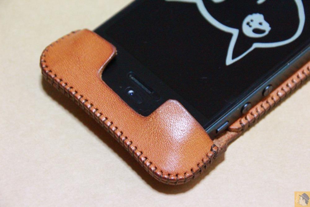 コツが必要な装着方法5 - 指紋認証対応abicase(アビケース)はコツ要らずでiPhone装着が出来る。そして現在にも受け継がれているデザイン / iPhone 5/5s [レビュー 23/40]