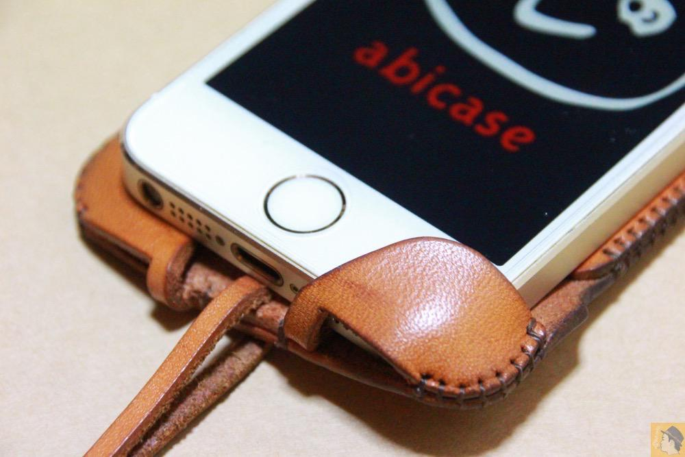 コツが要らずの装着方法3 - 指紋認証対応abicase(アビケース)はコツ要らずでiPhone装着が出来る。そして現在にも受け継がれているデザイン / iPhone 5/5s [レビュー 23/40]
