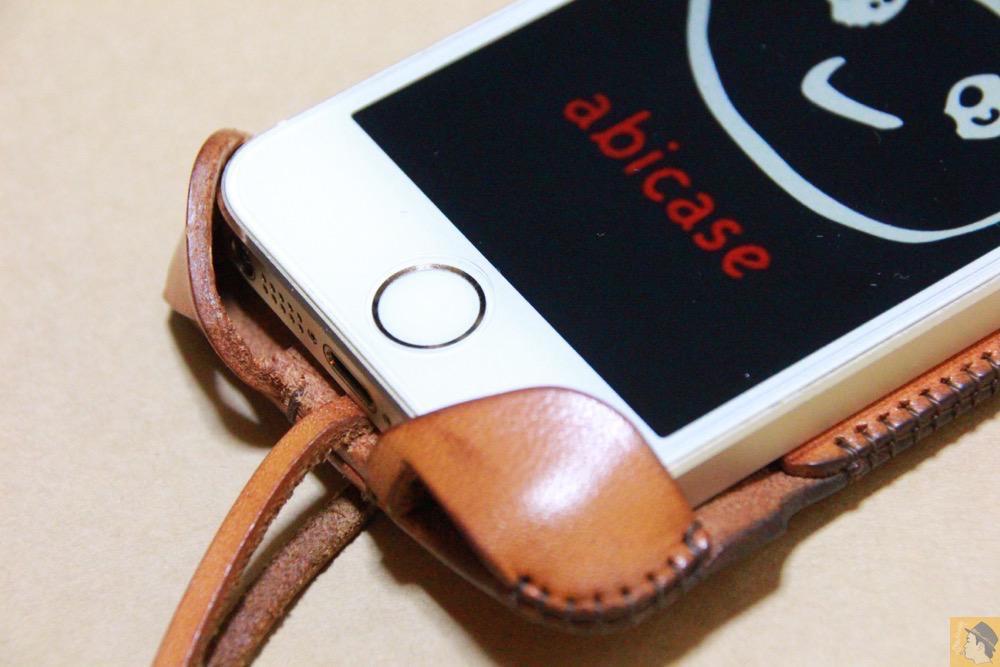 コツが要らずの装着方法4 - 指紋認証対応abicase(アビケース)はコツ要らずでiPhone装着が出来る。そして現在にも受け継がれているデザイン / iPhone 5/5s [レビュー 23/40]