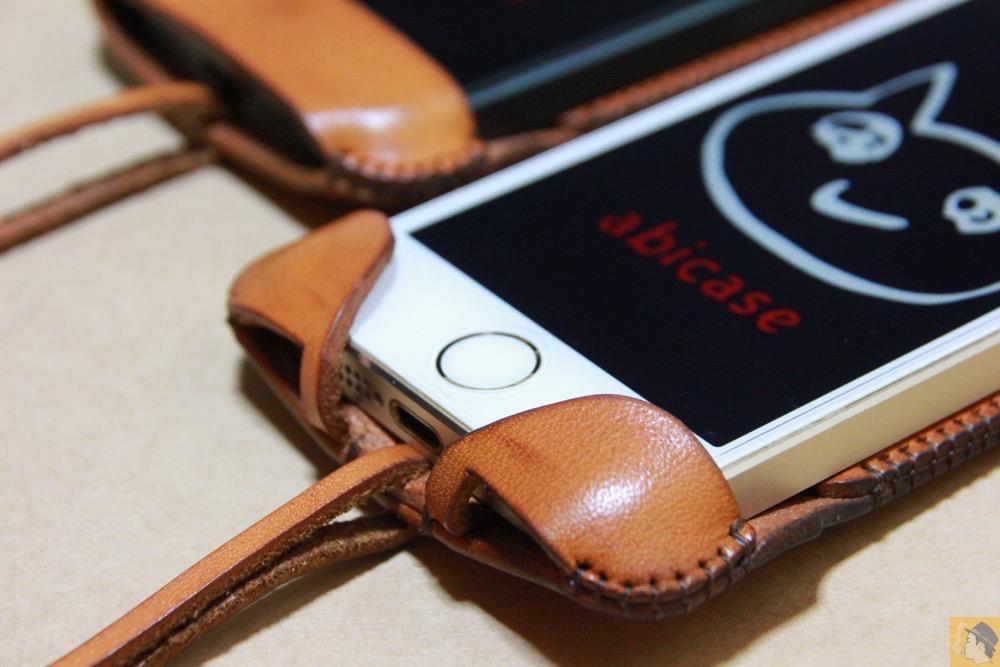 サムネイル - 指紋認証対応abicase(アビケース)はコツ要らずでiPhone装着が出来る。そして現在にも受け継がれているデザイン / iPhone 5/5s [レビュー 23/40]