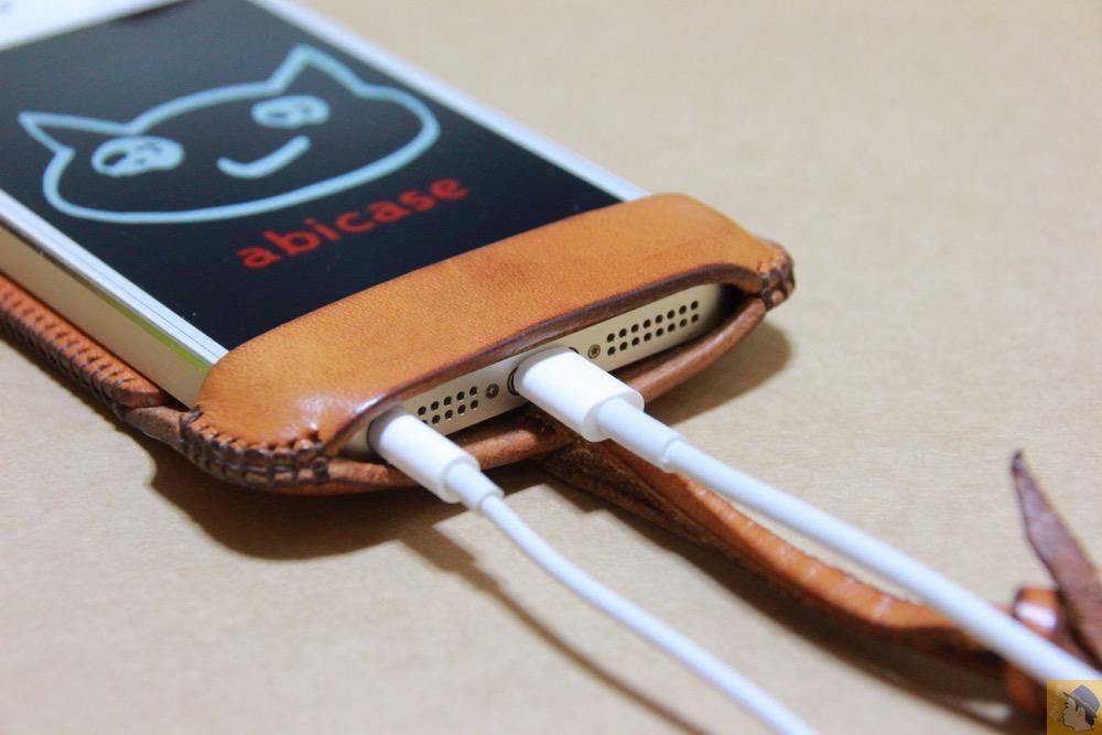 充電ケーブル・イヤフォン - 飴色abicase(アビケース)、間違って作ってしまった染みもエイジングの1つ / iPhone 5/5s [レビュー 19/40]