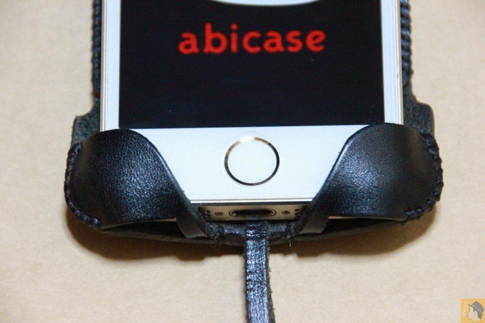 指紋認証に対応したフラップ2 - 指紋認証に対応したabicase(アビケース)、フラップ部分の工夫 / iPhone 5/5s [レビュー 22/40]