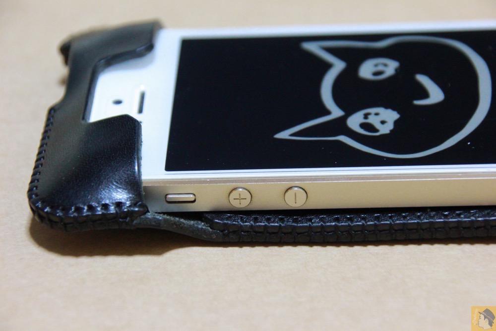 音量調整ボタン・マナーモード切替えスイッチ - 進化したストラップのabicase(アビケース)、デザイン変わり指に付けるのが簡単に / iPhone 5/5s [レビュー 18/40]