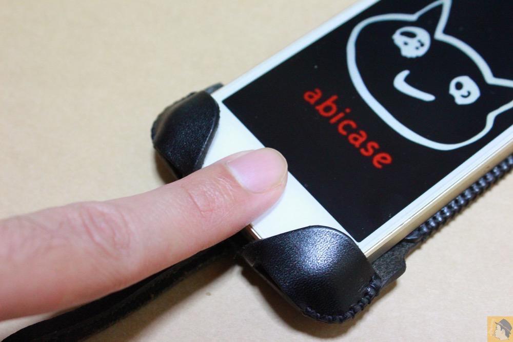 サムネイル - 指紋認証に対応したabicase(アビケース)、フラップ部分の工夫 / iPhone 5/5s [レビュー 22/40]