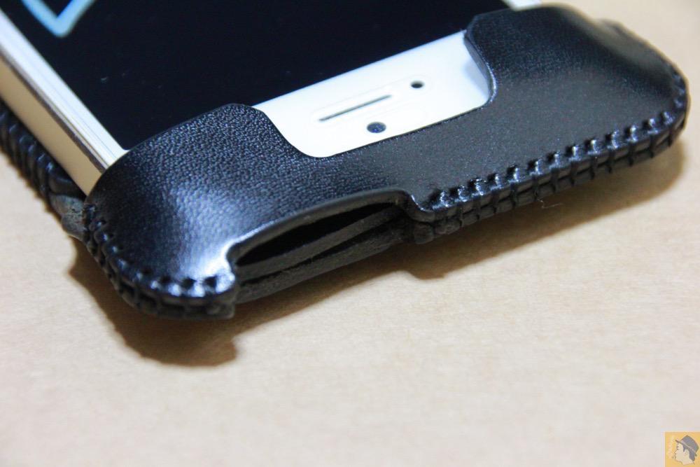 電源ボタン・ロックボタン - ストラップがさらに進化したabicase(アビケース)、デザイン変わり指に付けるのが簡単に / iPhone 5/5s [レビュー 18/40]
