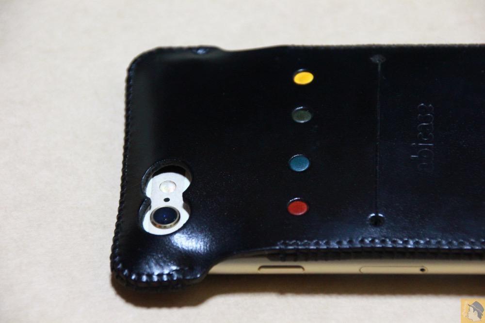 カメラ穴 - iPhone 6/6s用abicase(アビケース)はスリープボタンが移動したことで上部のデザインが変更されフラットに / iPhone 6/6s [レビュー 29/40]