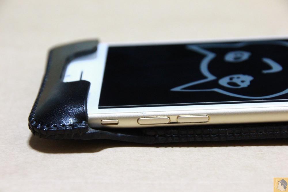 音量調整ボタン・マナーモード切替えスイッチ - iPhone 6/6s用abicase(アビケース)はスリープボタンが移動したことで上部のデザインが変更されフラットに / iPhone 6/6s [レビュー 29/40]