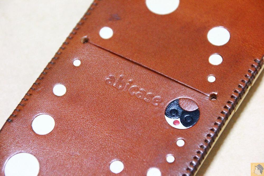 個性的な背面3 - abicase アビケースの背面にデザインを施し個性的にし、キャメル色をところんエイジング / iPhone 6/6s [レビュー 34/40]