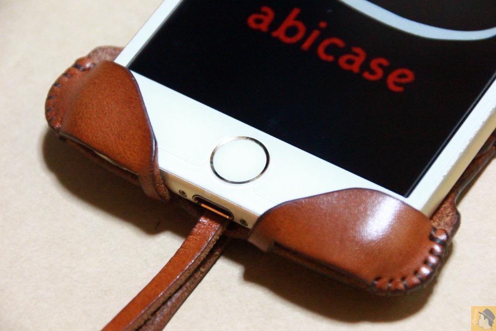 ホームボタン - abicase アビケースの背面に個性的なデザインを施し、キャメル色をエイジングさせ深い色へ / iPhone 6/6s [レビュー 34/40]