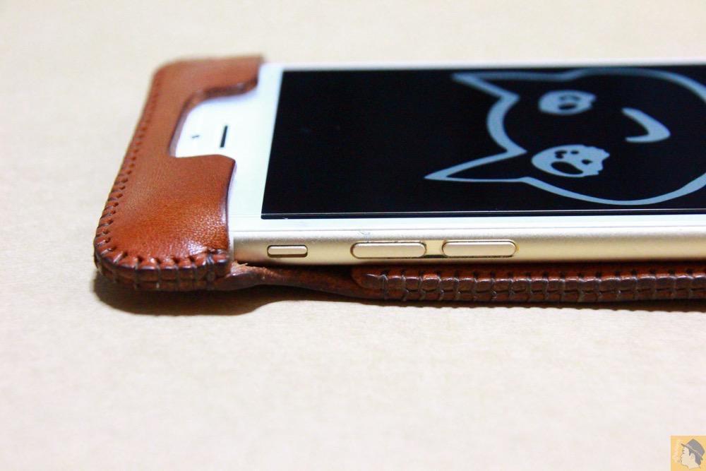 音量調整ボタン・マナーモード切替えスイッチ - abicase アビケースの背面に個性的なデザインを施し、キャメル色をエイジングさせ深い色へ / iPhone 6/6s [レビュー 34/40]
