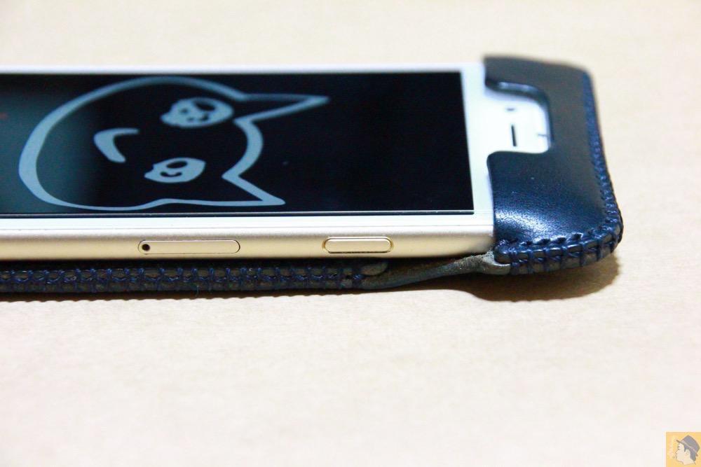 スリープボタン - ネイビーabicase アビケース 背面に施されたリンゴドット柄がカラフル配色です / iPhone 6/6s [レビュー 33/40]