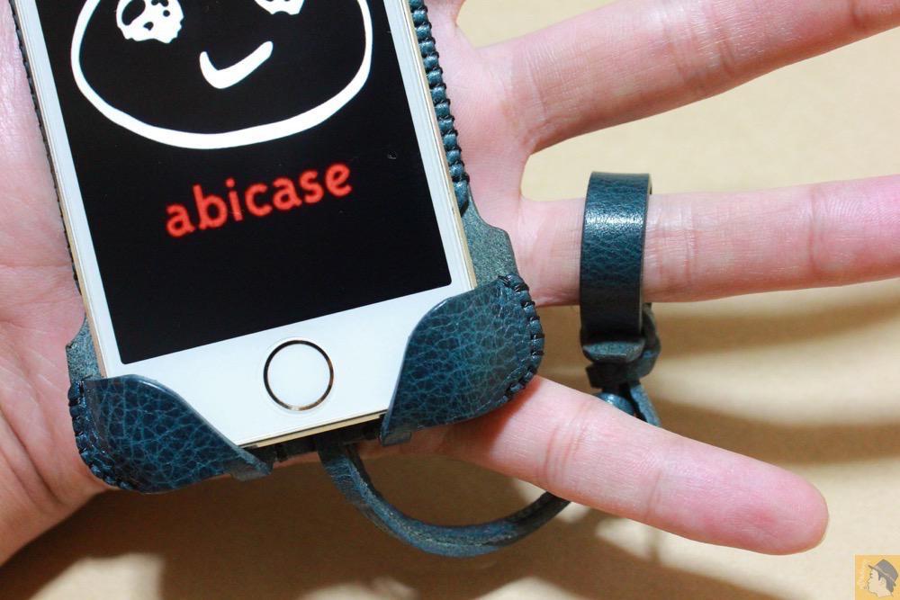 ストラップ - 指紋認証対応abicase(アビケース)、フラップ部分の革面積が少なくなったけどiPhoneへのフィット感は健在 / iPhone 5/5s [レビュー 25/40]