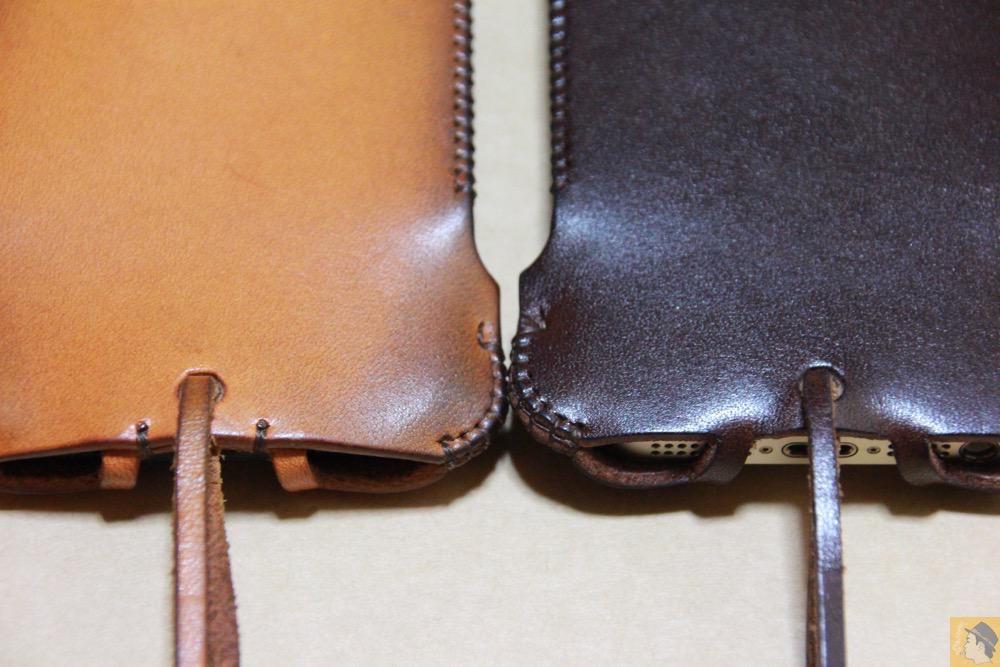 背面比較 - チョコ色abicase(アビケース)、フラップが2枚革から1枚革になったことでiPhoneのフィット感がさらに増す! / iPhone 5/5s [レビュー 26/40]