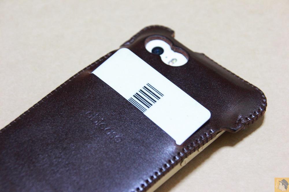 スリット - チョコ色abicase(アビケース)、フラップが2枚革から1枚革になったことでiPhoneのフィット感がさらに増す! / iPhone 5/5s [レビュー 26/40]