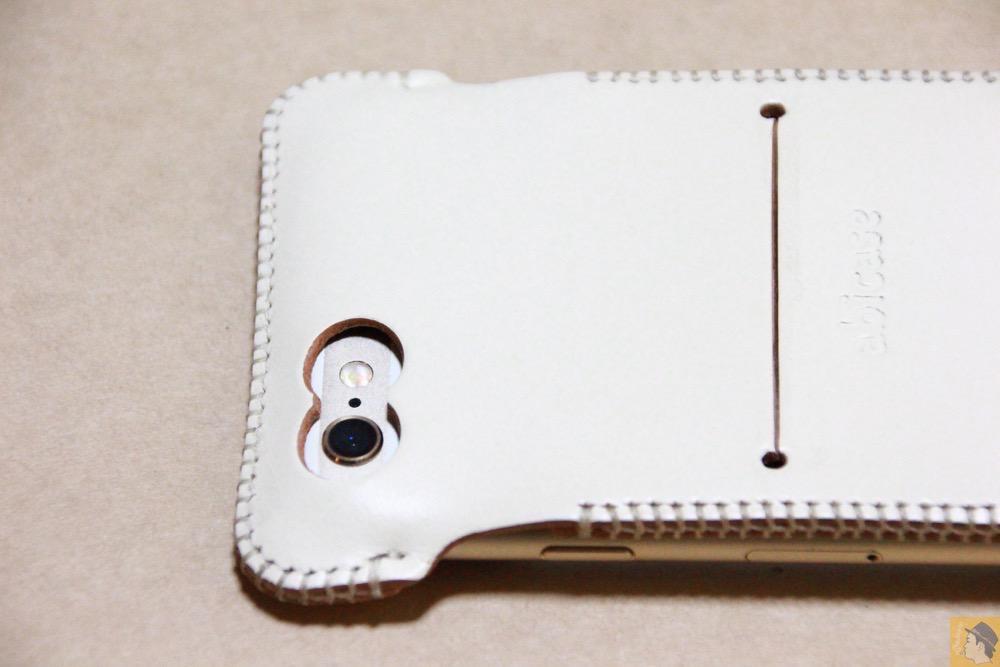 カメラ穴 - abicase アビケースは工夫の連続。フラップの工夫でiPhoneの画面下の操作がしやすい / iPhone 6/6s [レビュー 31/40]