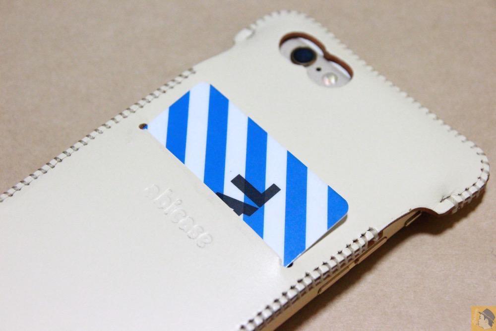 スリット - abicase アビケースは工夫の連続。フラップの工夫でiPhoneの画面下の操作がしやすい / iPhone 6/6s [レビュー 31/40]